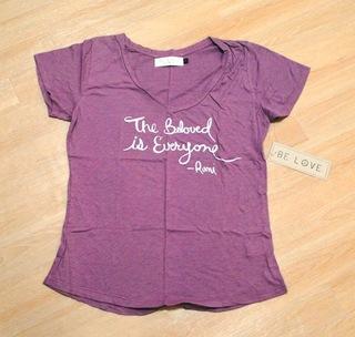 BE LOVE VネックTシャツ